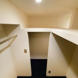 sabai  上質な大人の空間に仕上げる隠れ家のようなマンションリノベ (ウォークインクローゼット)