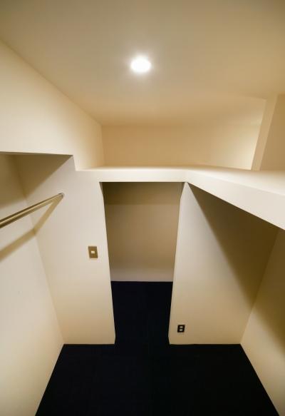 ウォークインクローゼット (sabai  上質な大人の空間に仕上げる隠れ家のようなマンションリノベ)