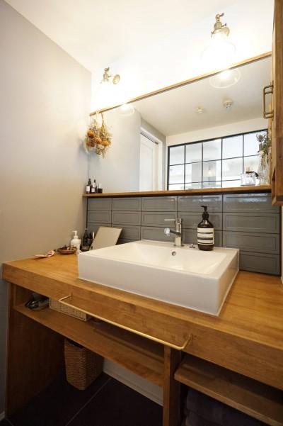 造作洗面化粧台 (子育ても楽しむママの夢を叶えたライフスタイル)
