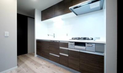 キッチンと洗面室を繋ぐ便利な家事動線 (キッチン)