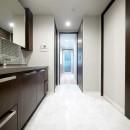 キッチンと洗面室を繋ぐ便利な家事動線の写真 洗面室