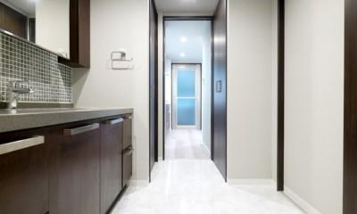 キッチンと洗面室を繋ぐ便利な家事動線 (洗面室)