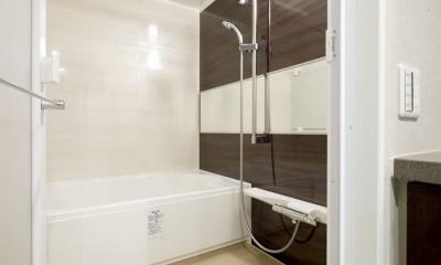 キッチンと洗面室を繋ぐ便利な家事動線 (バスルーム)