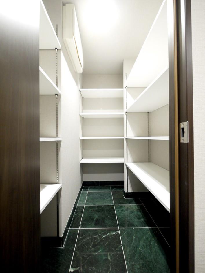 キッチンと洗面室を繋ぐ便利な家事動線 (シューズインクローゼット)