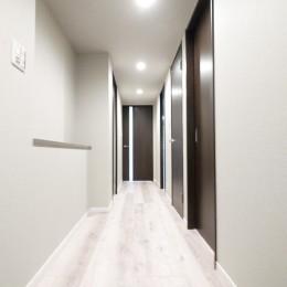キッチンと洗面室を繋ぐ便利な家事動線 (玄関・廊下)