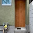 下鴨ミニマムハウスの写真 玄関の木製ドア