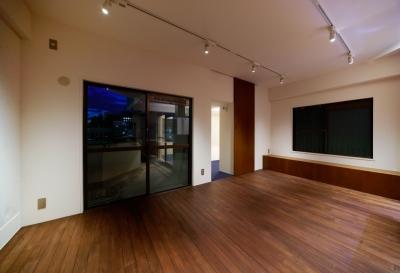sabai  上質な大人の空間に仕上げる隠れ家のようなマンションリノベ (リビング1)