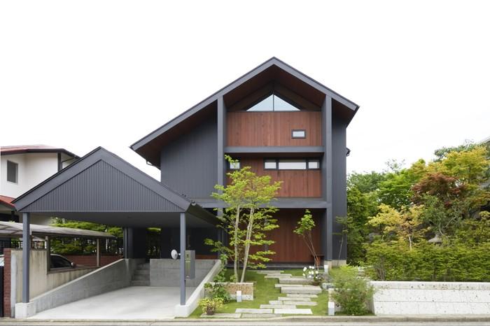 前面道路から見た外観 (朝比奈山荘 〜なつかしさとあたらしさと、いまそこにあるリゾート〜)