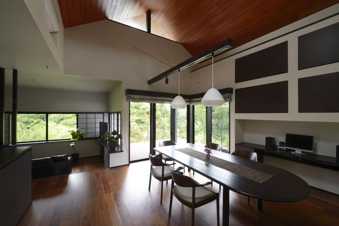 リビングダイニング事例:借景を取り込んだ2階の共有空間(朝比奈山荘 〜なつかしさとあたらしさと、いまそこにあるリゾート〜)