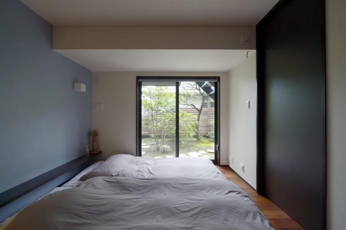 ベッドルーム事例:子世帯の寝室(朝比奈山荘 〜なつかしさとあたらしさと、いまそこにあるリゾート〜)