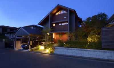 黄昏時の外観|朝比奈山荘 〜なつかしさとあたらしさと、いまそこにあるリゾート〜