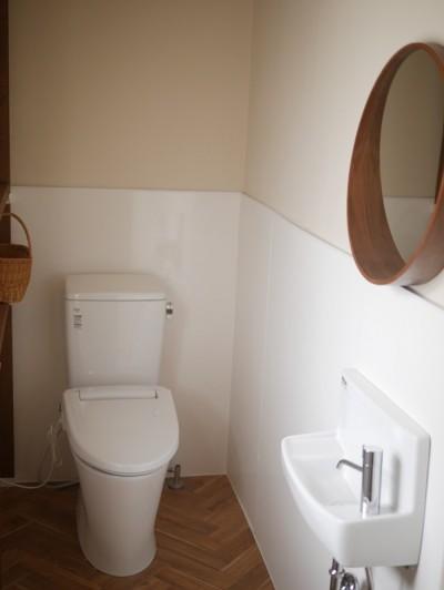 築50年のビル改修、トイレの実例 (築50年の事務所ビル改修でセミナー・イベントに使えるフリースペースに)