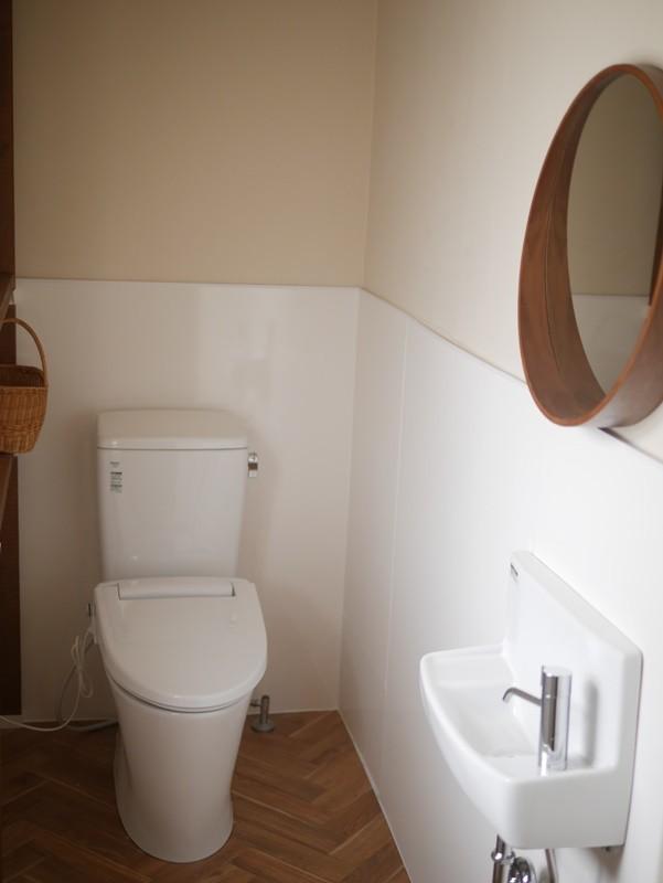 バス/トイレ事例:築50年のビル改修、トイレの実例(築50年の事務所ビル改修でセミナー・イベントに使えるフリースペースに)