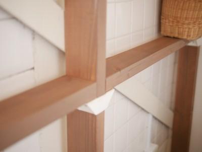 トイレの壁面にラブリコ (築50年の事務所ビル改修でセミナー・イベントに使えるフリースペースに)