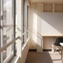 築50年の事務所ビル改修でセミナー・イベントに使えるフリースペースにの写真 開放的な窓