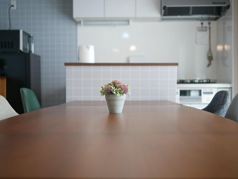 リビングダイニング事例:キッチンとの境に収納を(自社フリースペース AnotherRoom)