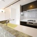 『団地を自分らしく無垢リノベ』の写真 キッチン