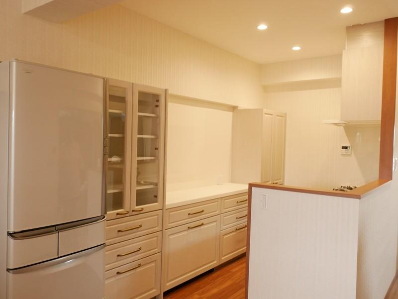 収納力抜群なのに、実際の広さより広く感じるLDKのリフォーム~ダイニングキッチン編~ (壁付けだったキッチンを対面型にしました)
