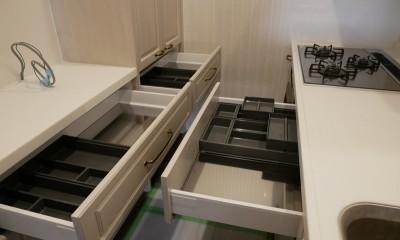 収納力抜群なのに、実際の広さより広く感じるLDKのリフォーム~ダイニングキッチン編~ (キッチン収納を開けてみました)