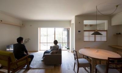 台所・食堂|寺津の家/墨色の押縁板壁の家