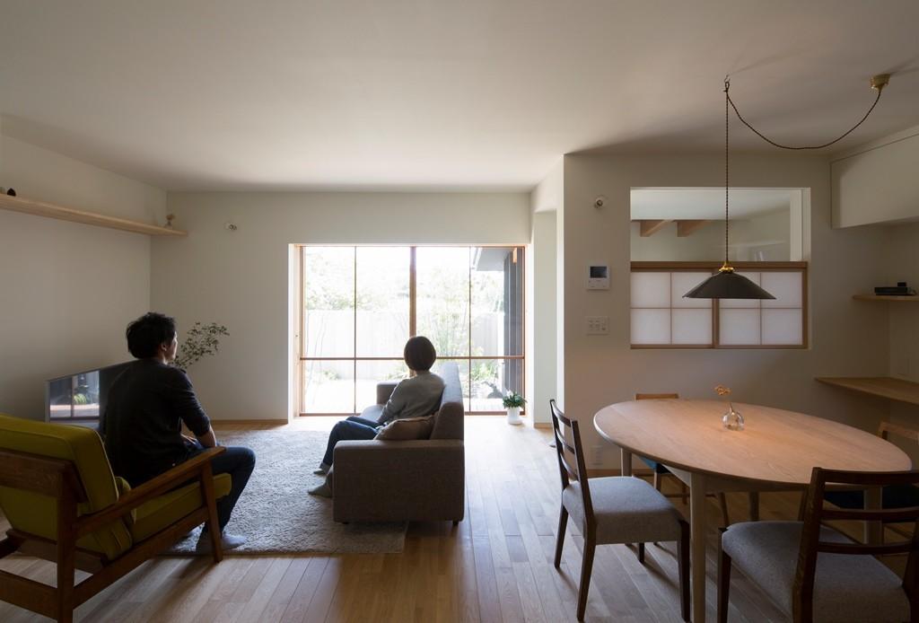 リビングダイニング事例:台所・食堂(寺津の家/墨色の押縁板壁の家)