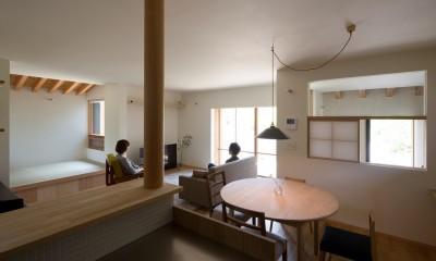 寺津の家/墨色の押縁板壁の家 (台所・食堂・タタミコーナー)