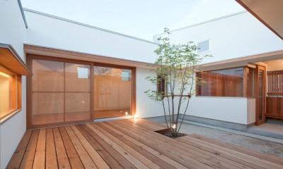 高浜の家/中庭を囲む平屋の住まい (外観)