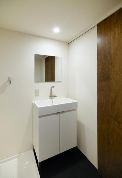 洗面室 (raita 特徴的なRC空間を活かし シンプルかつおしゃれにデザインした戸建テラスリノベ)