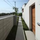 海東の家/地に近い暮らし 中庭が広がる住まいの写真 外観