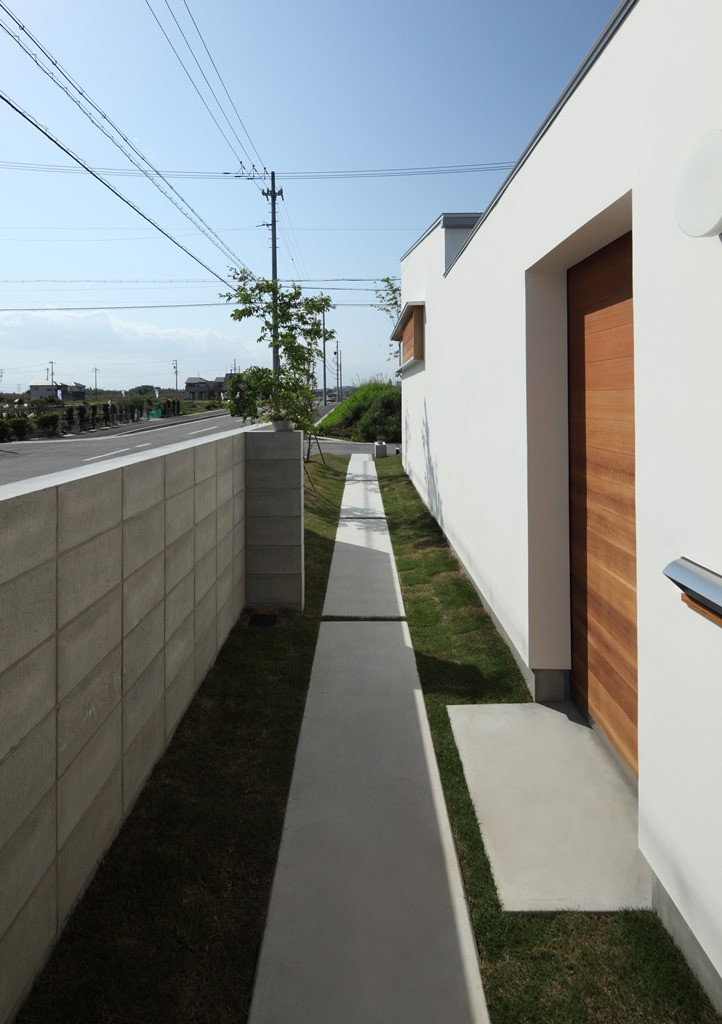 海東の家/地に近い暮らし 中庭が広がる住まい (外観)