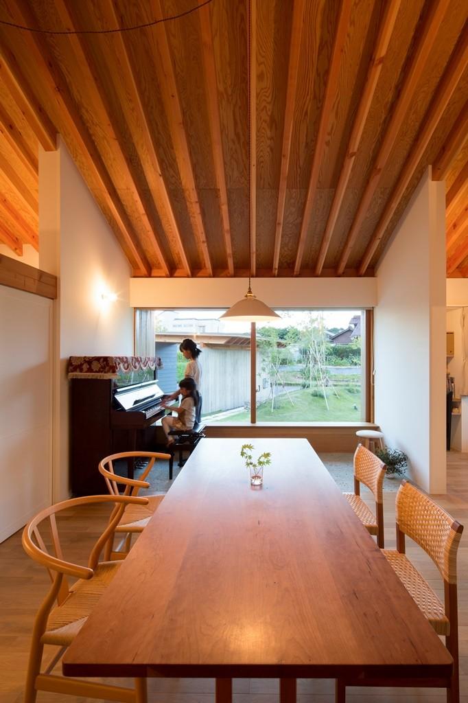 守山の家/大屋根に包まれた平屋の住まい (台所・食堂)