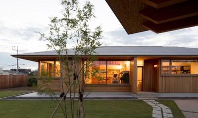守山の家/大屋根に包まれた平屋の住まい (外観)