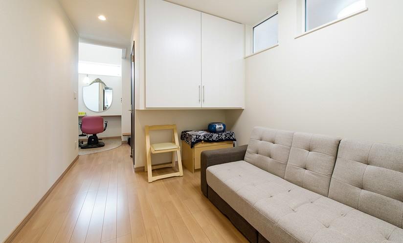 その他事例:共有スペース(1席だけの美容室 ~コミュニティの輪が広がる地域サロンのあたらしい形~)