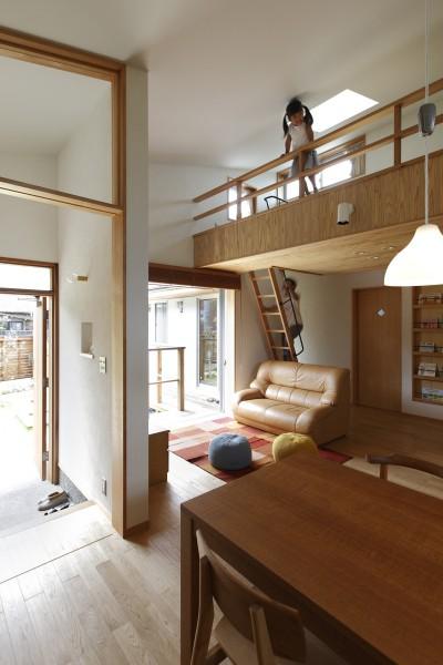 リビングダイニング (自然体で暮らす平屋~光・風・緑を取り込む家~)