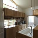 自然体で暮らす平屋~光・風・緑を取り込む家~の写真 キッチン