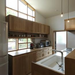 自然体で暮らす平屋~光・風・緑を取り込む家~ (キッチン)