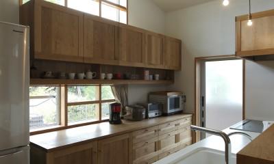 キッチン|自然体で暮らす平屋~光・風・緑を取り込む家~