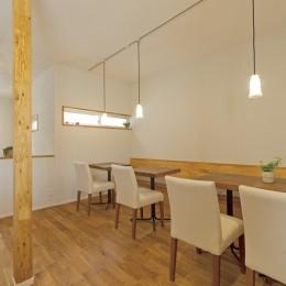 大阪府Kさん邸:ナチュラル素材でほっこり優しい「自宅カフェ」 (カフェ1)