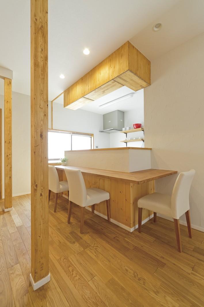 キッチン事例:カウンター2(大阪府Kさん邸:ナチュラル素材でほっこり優しい「自宅カフェ」)