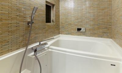 raita 特徴的なRC空間を活かし シンプルかつおしゃれにデザインした戸建テラスリノベ (バスルーム)