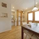 大阪府Kさん邸:ナチュラル素材でほっこり優しい「自宅カフェ」の写真 心地よいカフェ空間