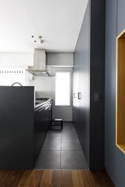 キッチン (K邸- いいものは生かしながら、新しい家にする部分的リノベーション)