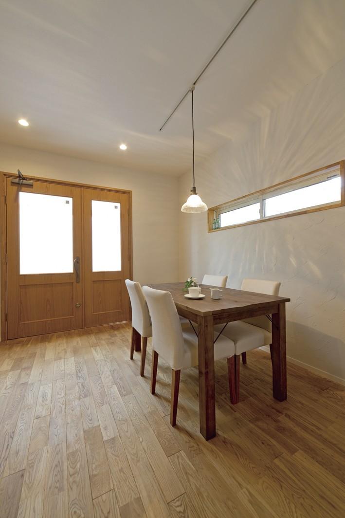 その他事例:光を採り入れる横長窓(大阪府Kさん邸:ナチュラル素材でほっこり優しい「自宅カフェ」)