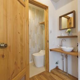 大阪府Kさん邸:ナチュラル素材でほっこり優しい「自宅カフェ」 (お手洗い)