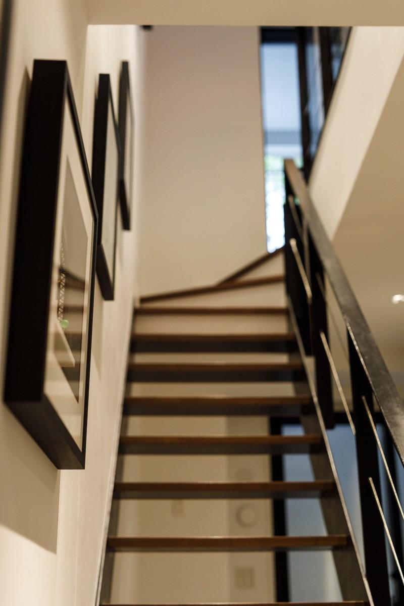 K邸- いいものは生かしながら、新しい家にする部分的リノベーション (階段)