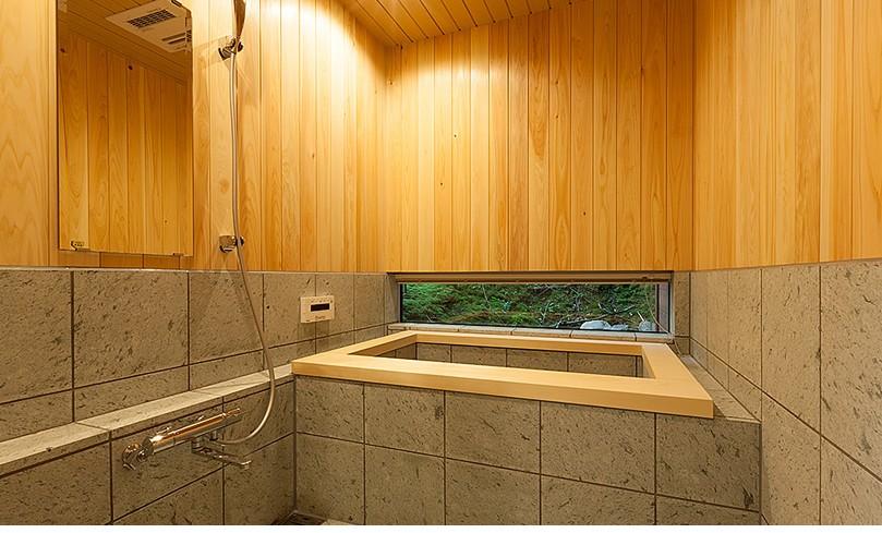 105年目の再生 ~軽井沢の伝統と北海道の技術の融合~ (浴室)