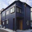 大阪・茨木市K様邸~存在感あるネイビー色ガルバリウム銅板の装いのある家~の写真 外観