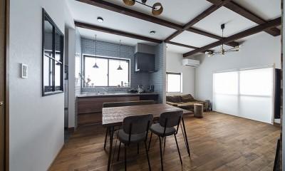 リビングダイニング|大阪・茨木市K様邸~存在感あるネイビー色ガルバリウム銅板の装いのある家~