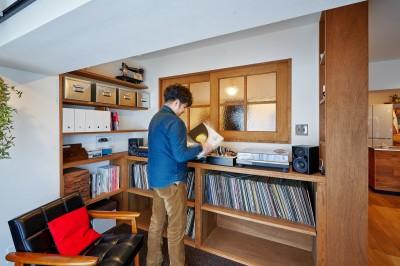 読書とレコードの世界に浸る昼下がり (読書とレコードの世界に浸る昼下がり)