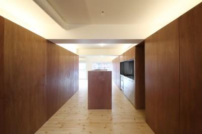 キッチン (クリエイターご夫婦が住む、ミニマルデザインなリノベーション)